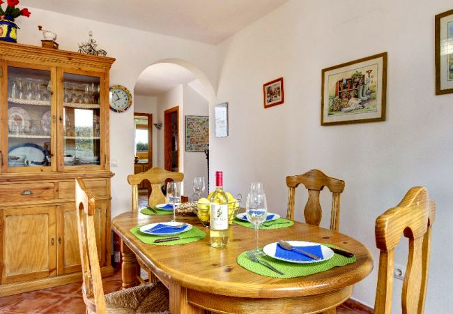 Villa in Cala Blanca - Menorca Oliv1