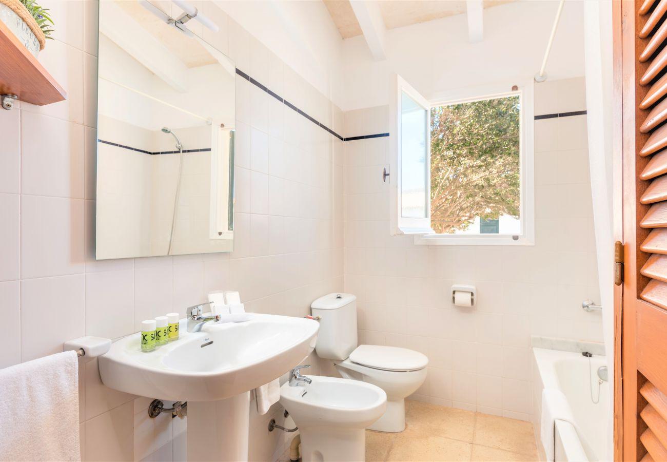 Ferienwohnung in Cala´n Blanes - Menorca-APTO J / C.BRUT