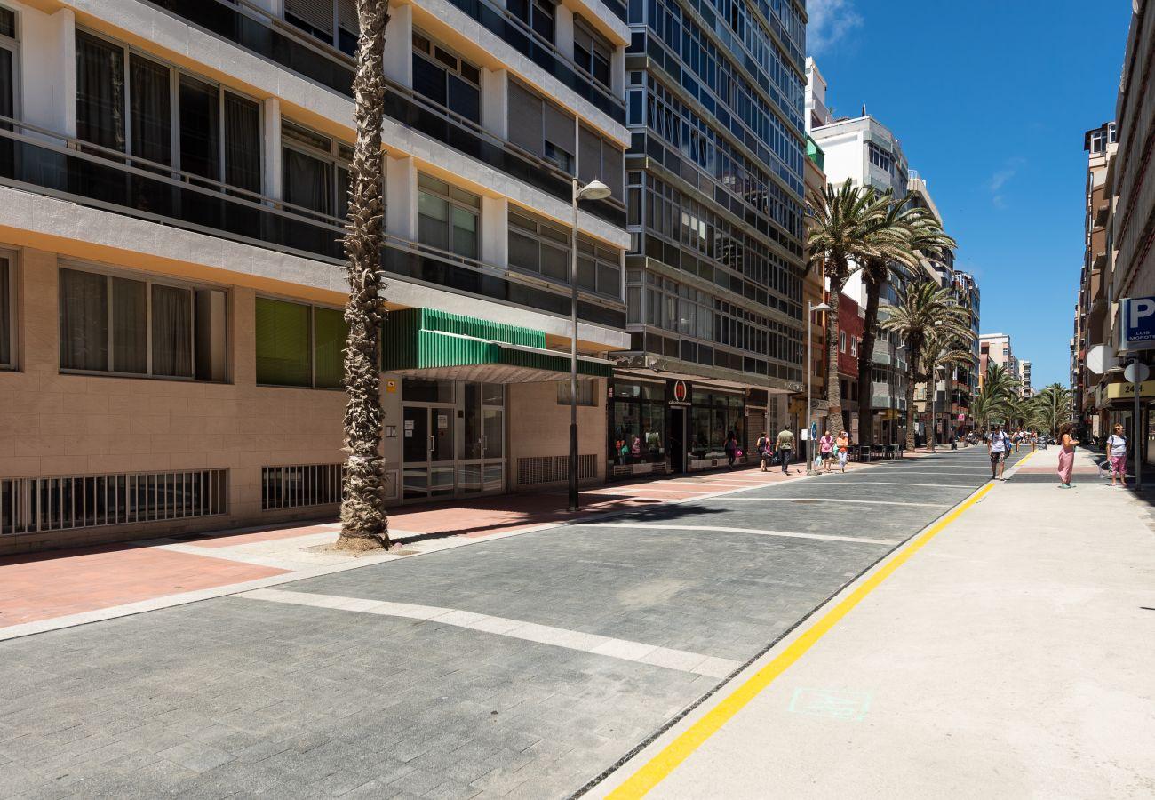 Ferienwohnung in Las Palmas de Gran Canaria - Front line with nice terrace By CanariasGetaway