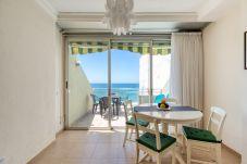Ferienwohnung in Las Palmas de Gran Canaria - Front line with terrace +wifi by Canariasgetaway